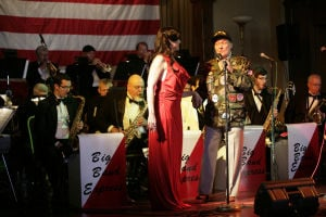 'Bob Hope' works crowd at Trail Dust