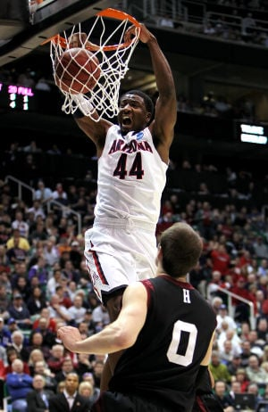Arizona Wildcats beat Harvard 74-51 to reach Sweet 16