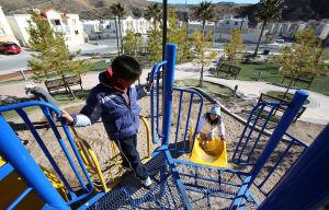 Complejo habitacional de Nogales, con vistas a la frontera