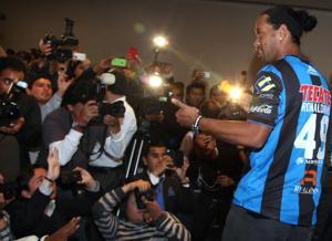 Investigarán expresión racista contra Ronaldinho