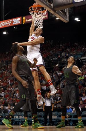 Arizona basketball: Miller says Tarczewski staying with Wildcats