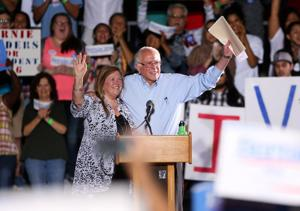 Thousands turn out for Bernie Sanders rally in Tucson