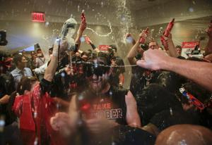 Hansen: Tucsonans deserve bubbly bath following Astros' win