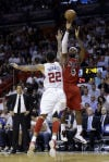 NBA Roundup James drops 30 on Clippers, who get stars back