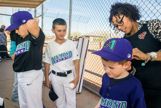 Photos: D-Backs give new jerseys to Tucson-area teams