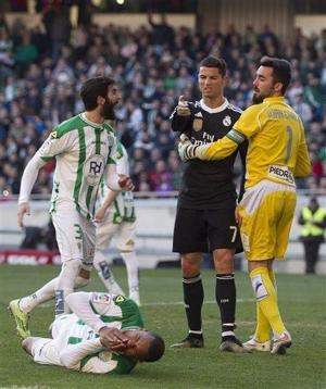 Cristiano suspendido 2 partidos por patada
