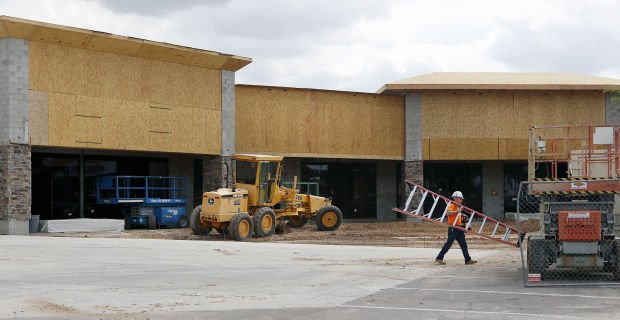 A new retail center will be built at Palo Verde Plaza, 7215 East 22nd Street. Photo taken: Tuesday August 12, 2014 | Mamta Popat / Arizona Daily Star