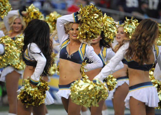 Photos Chargers Vs Broncos Cheerleaders Fans