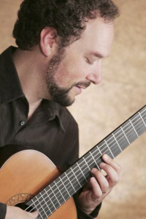 Grammy winner to perform with Tucson guitar orchestra