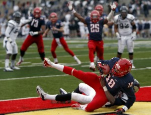 Arizona Wildcats score twice in final minute, stun Nevada in New Mexico Bowl