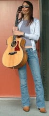Acclaimed folk artist to play free concert