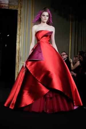 Photos: Sexy, elegant, revealing outfits at Paris Fashion show
