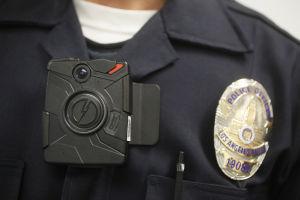 Tras Missouri, piden cámaras para policías