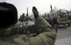 Soldados rusos bloquean dos aeropuertos en Crimea