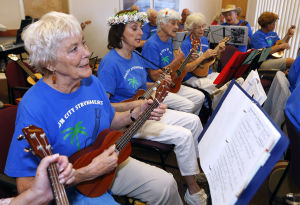 Sun City Strummers show their hearts with their strings