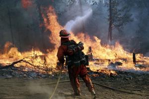 California refuerza la contención de incendios