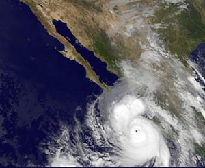 México evacua a turistas afectados por Odile