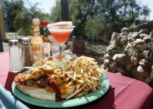 Review: Saguaro Corners' food, view are worth the drive