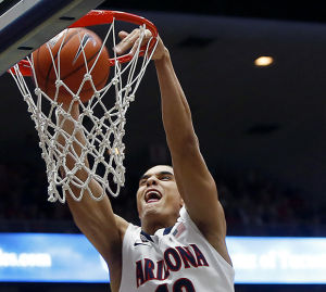 Arizona Wildcats survive close call with Oregon, win 67-65