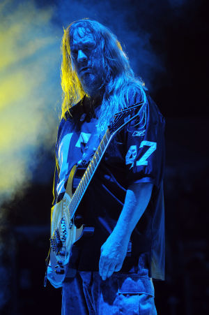 Photos: Jeff Hanneman, guitarist, dies