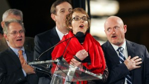 Thousands give Giffords a warm welcome at vigil