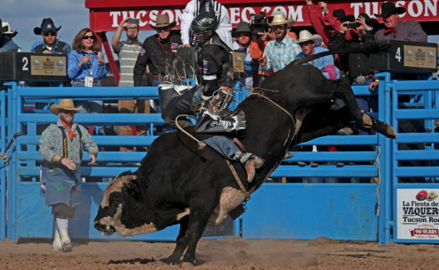 Tucson Rodeo: For 8 seconds, Hill stands tall