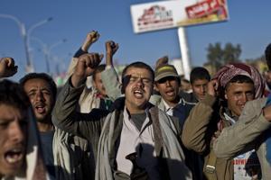 Yemen: rebeldes detienen, golpean a manifestantes en capital