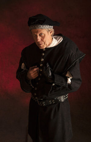 "Tucson's Rogue Theatre brings one of Shakespeare's most evil, greedy characters to stage - ""Richard III"""