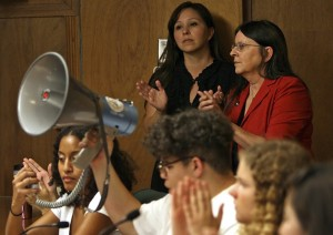 Ethnic studies supporters overtake TUSD meeting