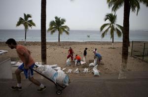 Se preparan para el huracán Patricia