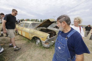 Photos: Vintage-car auction draws thousands