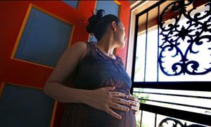 Inmigrantes embarazadas pasan más tiempo en detención