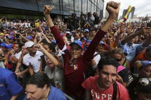 Oposición venezolana sale a la calle a protestar