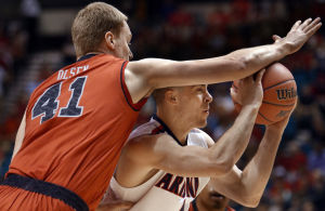 Arizona clobbers Utah in record-setting Pac-12 tourney win