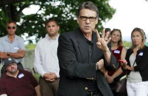 Perry: Usará dinero de campaña para defenderse