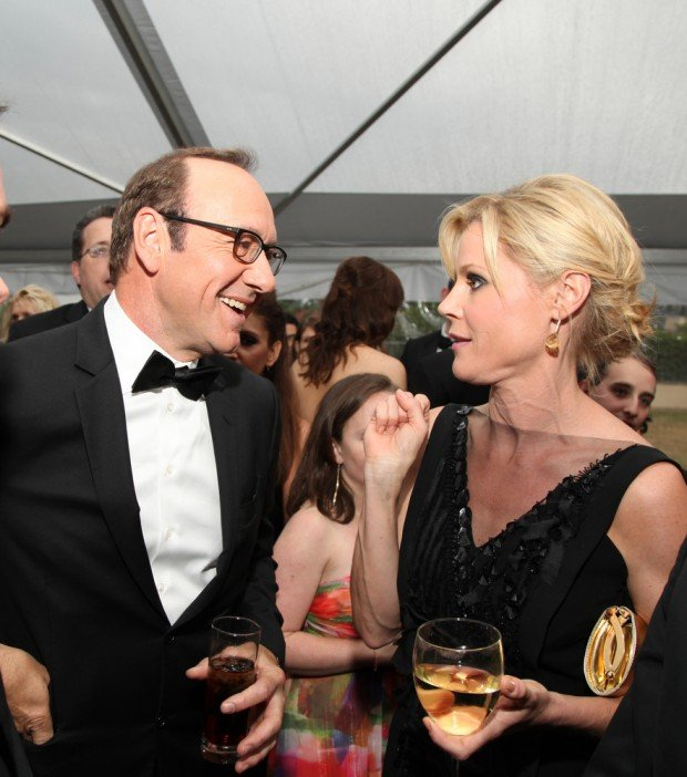 Photo of Kevin Spacey & his friend actress  Julie Bowen - work