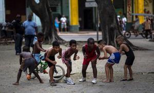 Cubanos se entrenan en lucha en La Habana Vieja