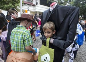 Photos: Halloween costumes around the world