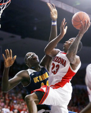 UA basketball: Late run sparks UA past UCI