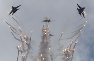 Photos: Russians strut their stuff at airshow