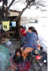 Huyen del hambre y hallan miseria