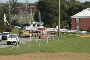 Dos bomberos electrocutados por reto agua helada