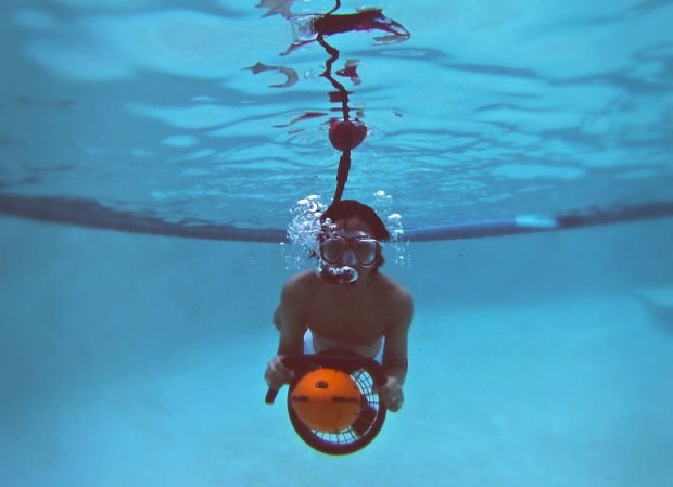 Tucson engineers uba snorkel lets a person swim like a fish for Breath like a fish