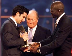 Blatter se suma a la carrera electoral de la FIFA