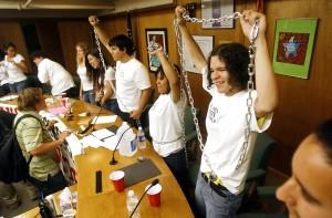 Elevan nivel de protesta por estudios étnicos