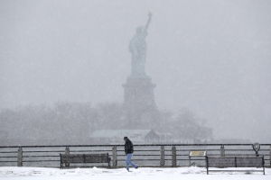 Snowstorm threatens to paralyze the crowded Northeast US