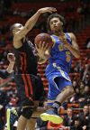 Pac-12 basketball: Snowstorm outside, Bruins red-hot inside