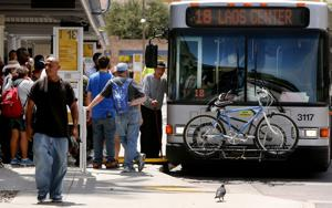Bus riders slow to return to Sun Tran after strike