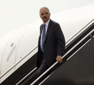 Holder a Missouri, protestas bajan de intensidad