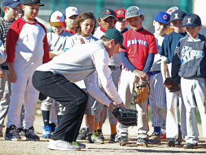 Photos: MLB players at youth clinic